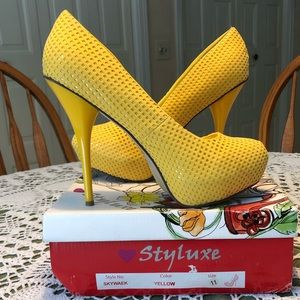 Styluxe yellow pumps